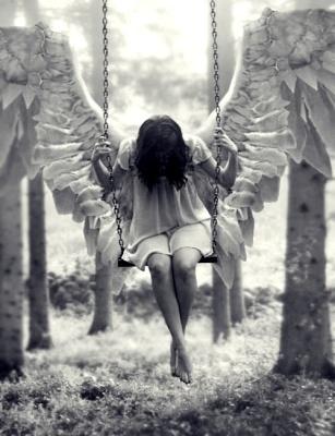 con las alas extendidas
